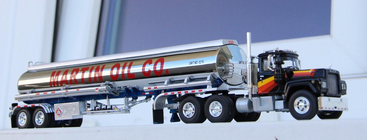Mack-R-tanker-04.JPG