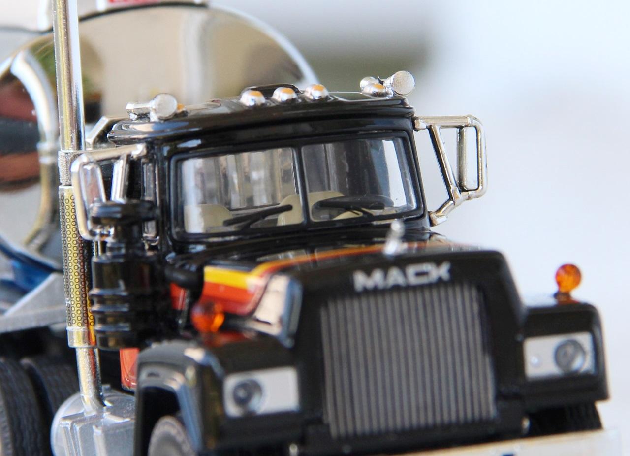 Mack-R-tanker-10.JPG