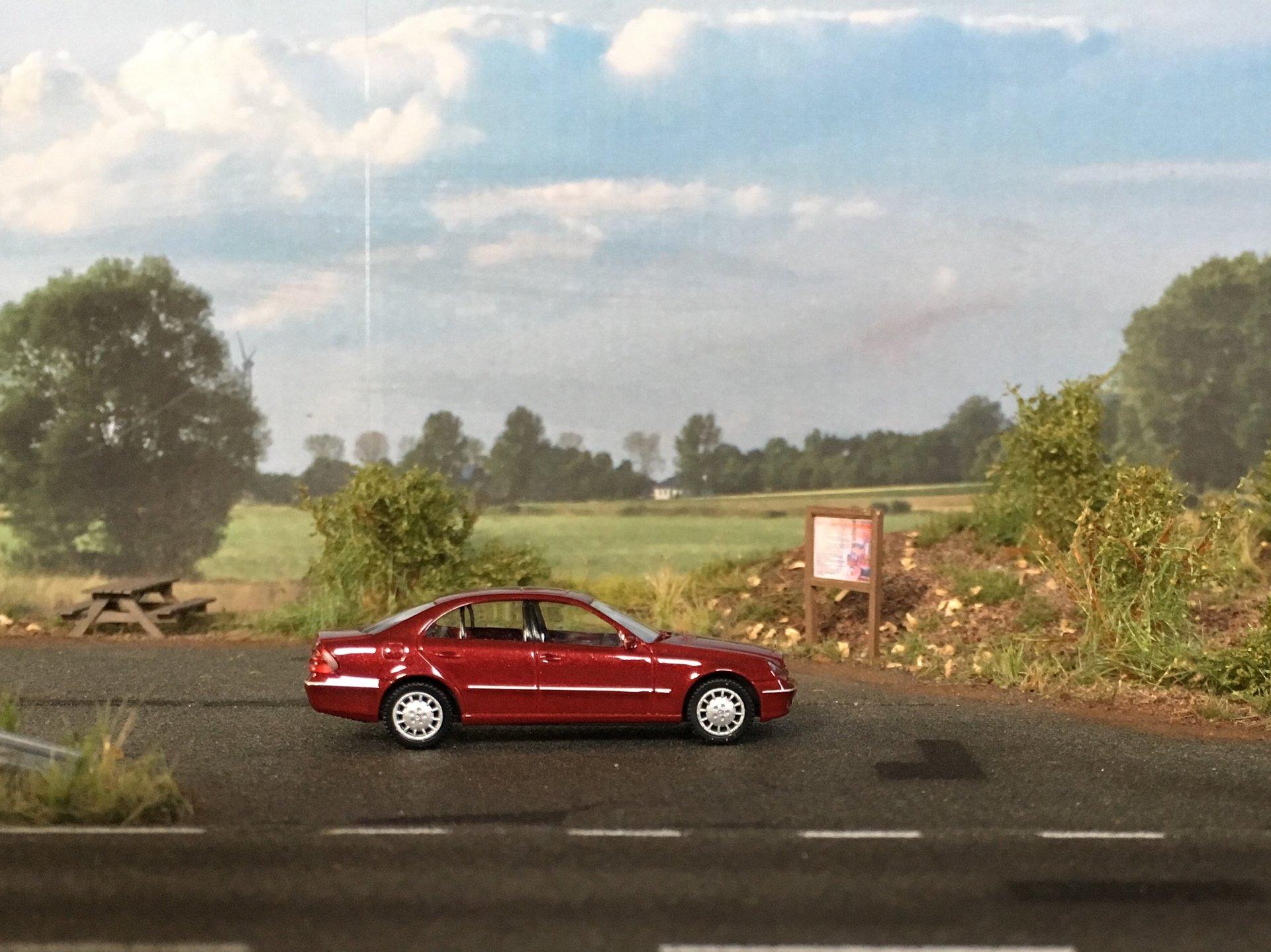 MB W211 E-Class Sedan 001.jpg