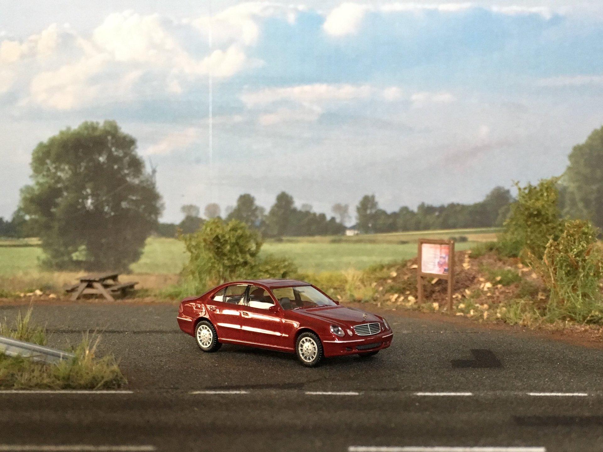 MB W211 E-Class Sedan 002.jpg