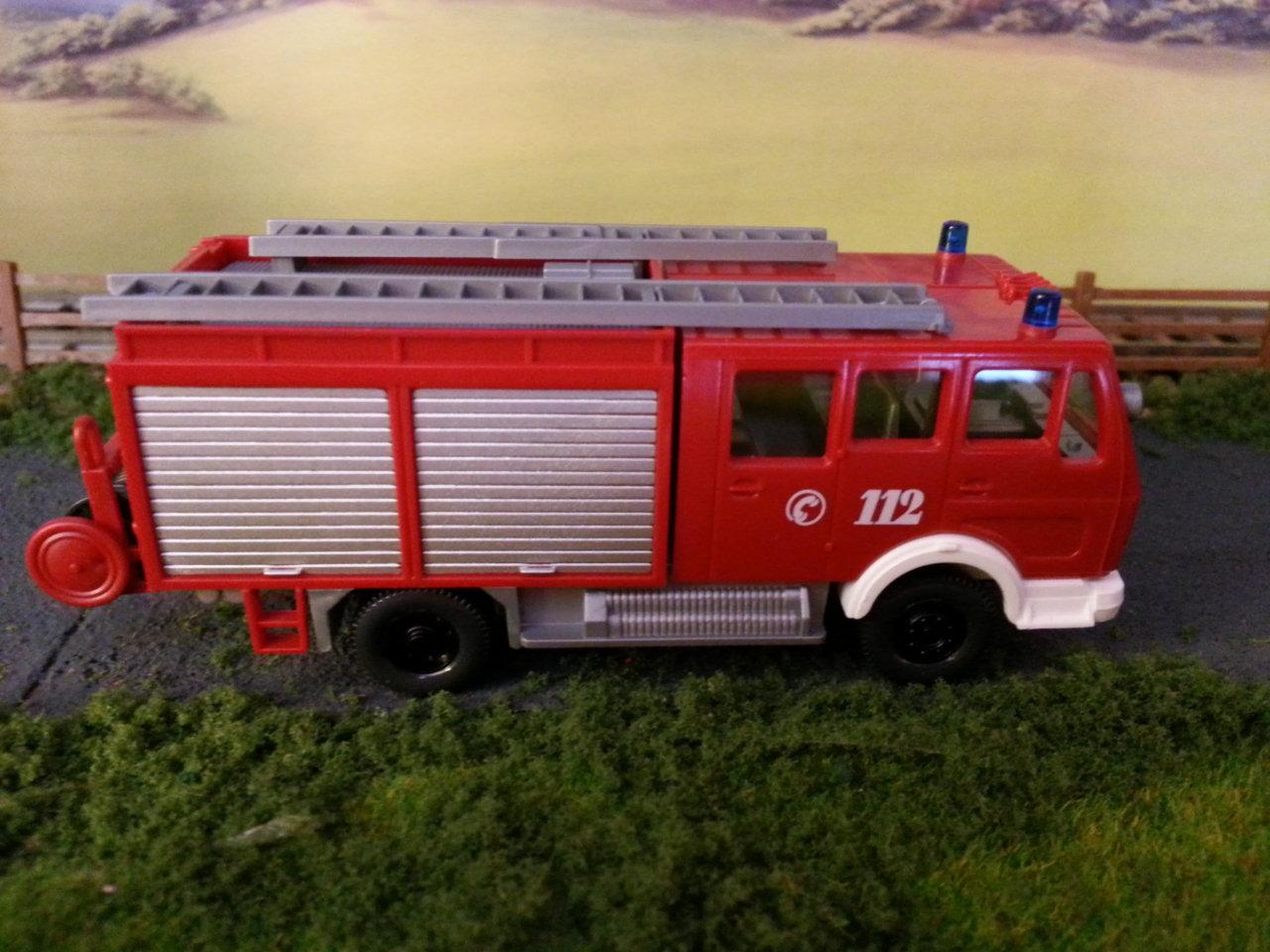 mercedes wóz strażacki.jpg