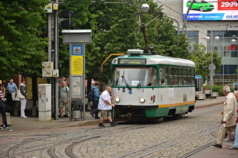 Motorniczy tramwaju linii 5 na przystanku przesiadkowym Fugnerova..JPG