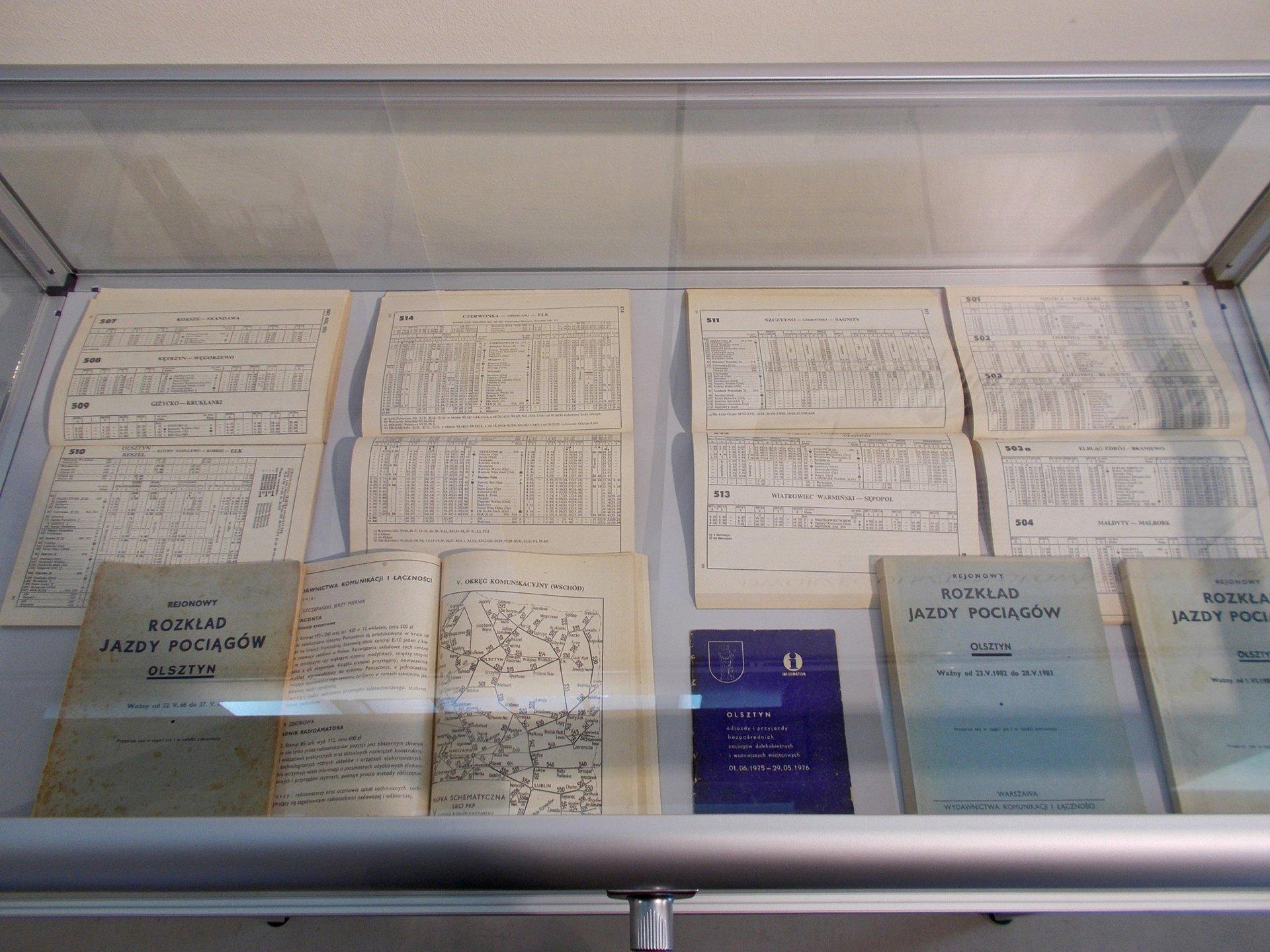 Muzeum Nowoczesności w Olsztynie - Komunikacja miejska - Rejonowe Rozkłady Jazdy Pociągów.jpg