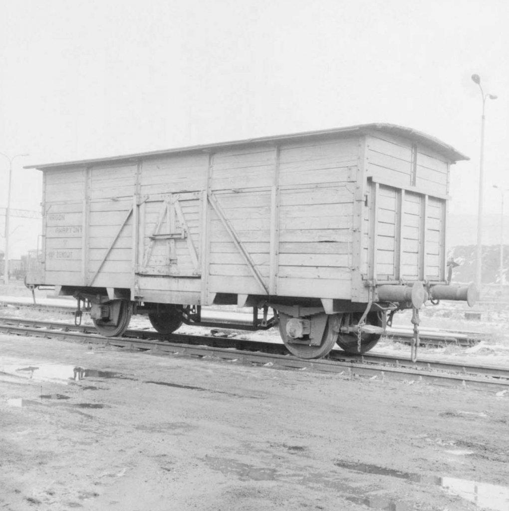 Neg. 1166 (2)_Wagon towarowy w kopalni Ziemowit.jpg