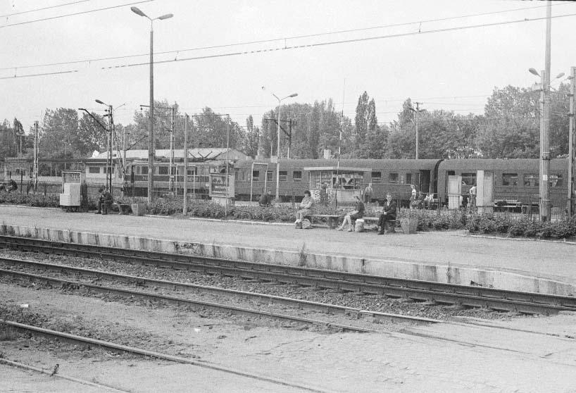 Neg.  2681 Stacja Koluszki perony stacyjne (2).jpg