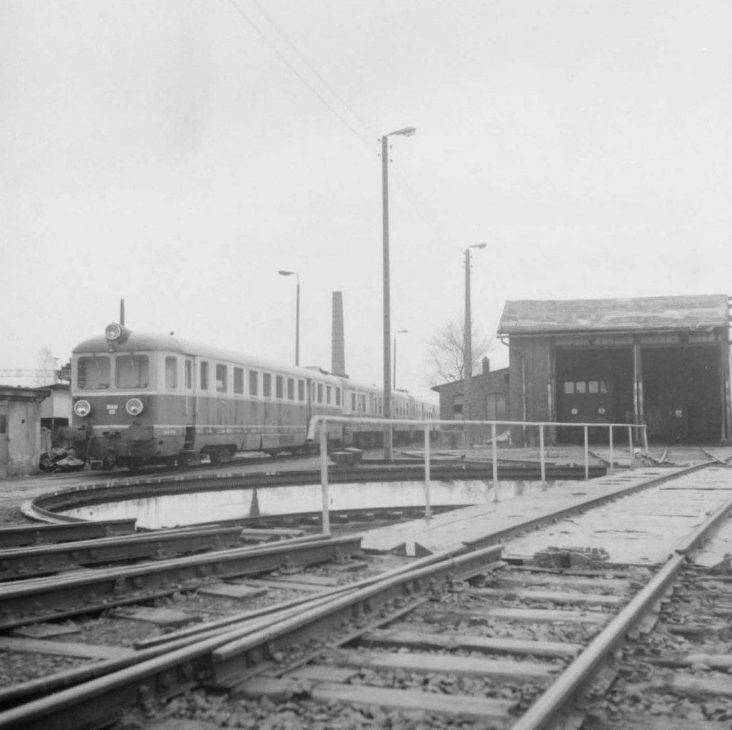 Neg. 4015_8_Wagon motorowy SN52-38 przed lokomotywownią.jpg