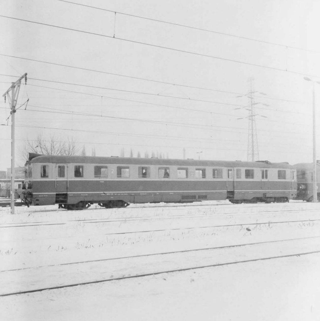 Neg. 4023_8_Wagon motorowy SN52-38 przed lokomotywownią.jpg