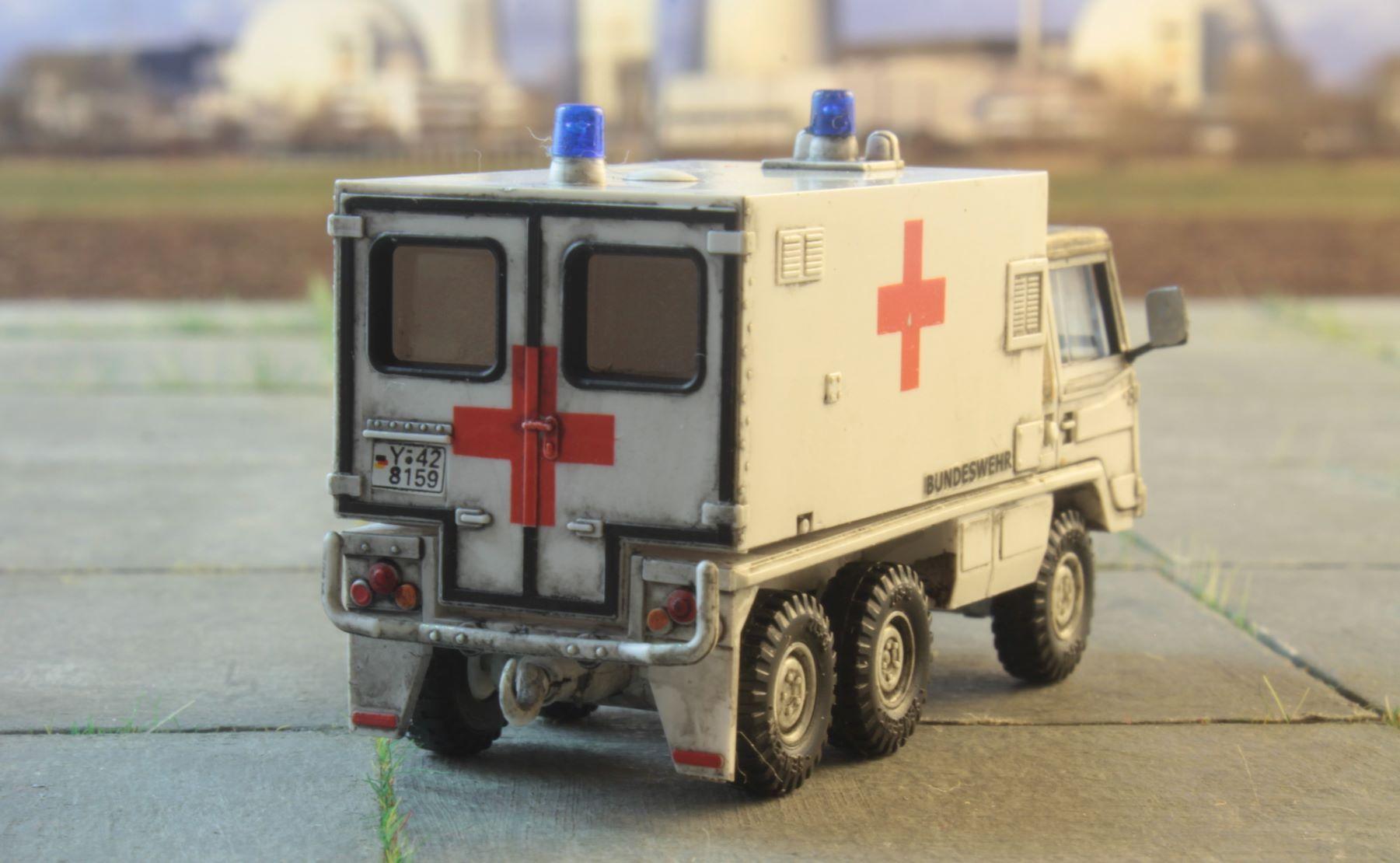 Pinzgauer 6x6 Roco Ambulans 1 .JPG