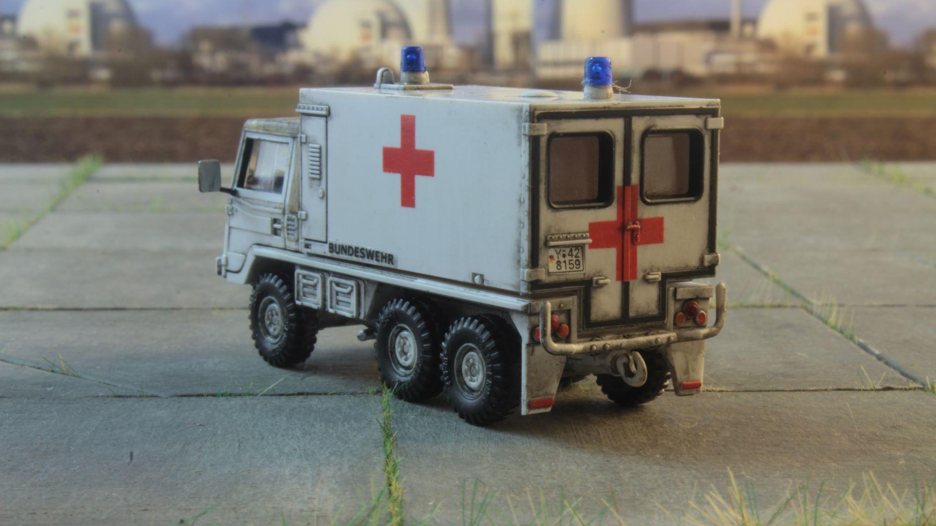Pinzgauer 6x6 Roco Ambulans 2 .JPG