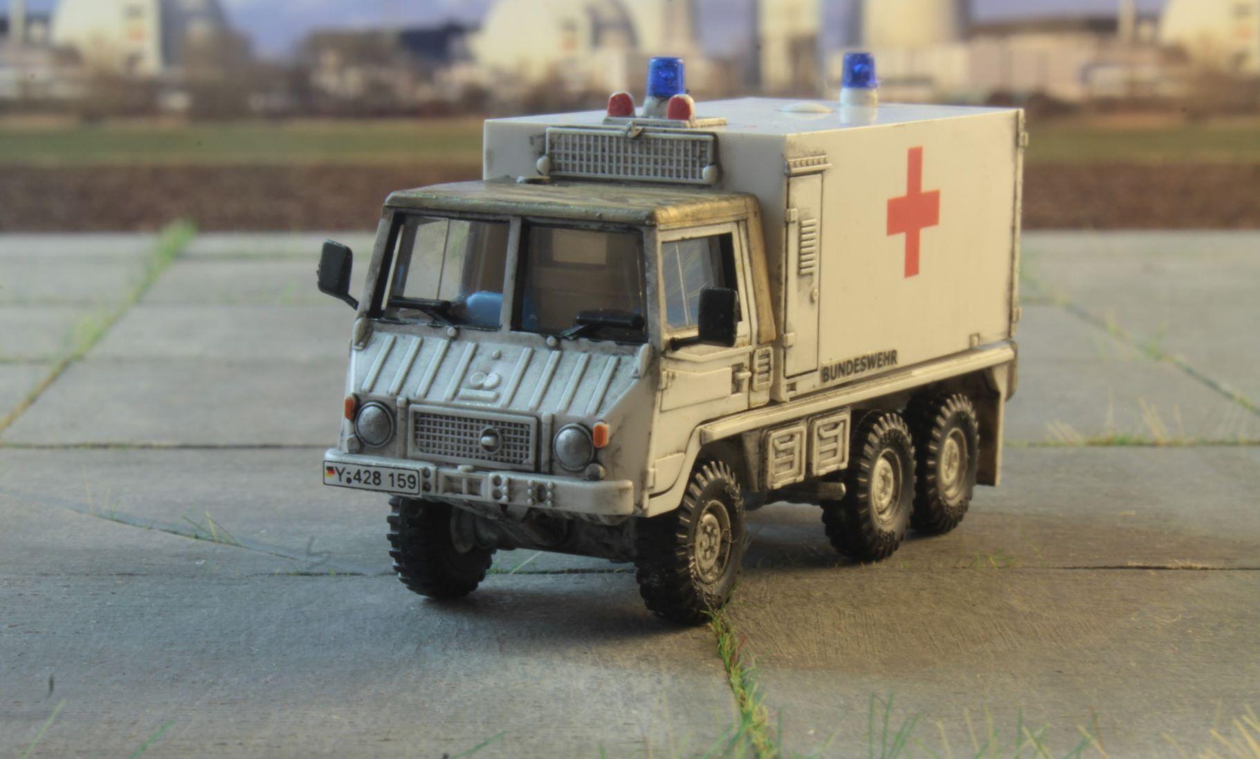 Pinzgauer 6x6 Roco Ambulans .JPG