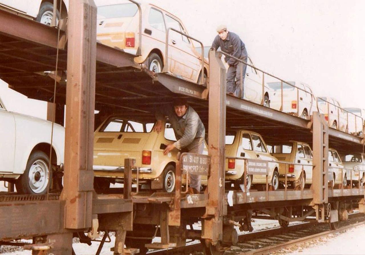 PKP-autotransport-Fiat-126p.jpg