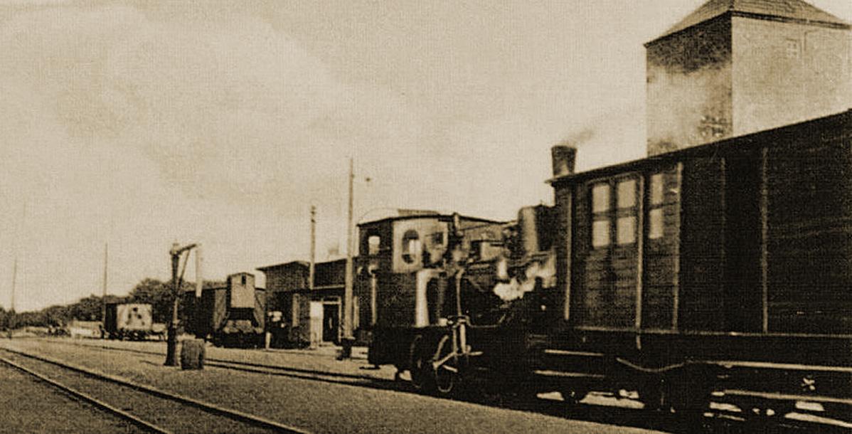 Pociąg-na-dworcu-w-Choczewie-1937.jpg