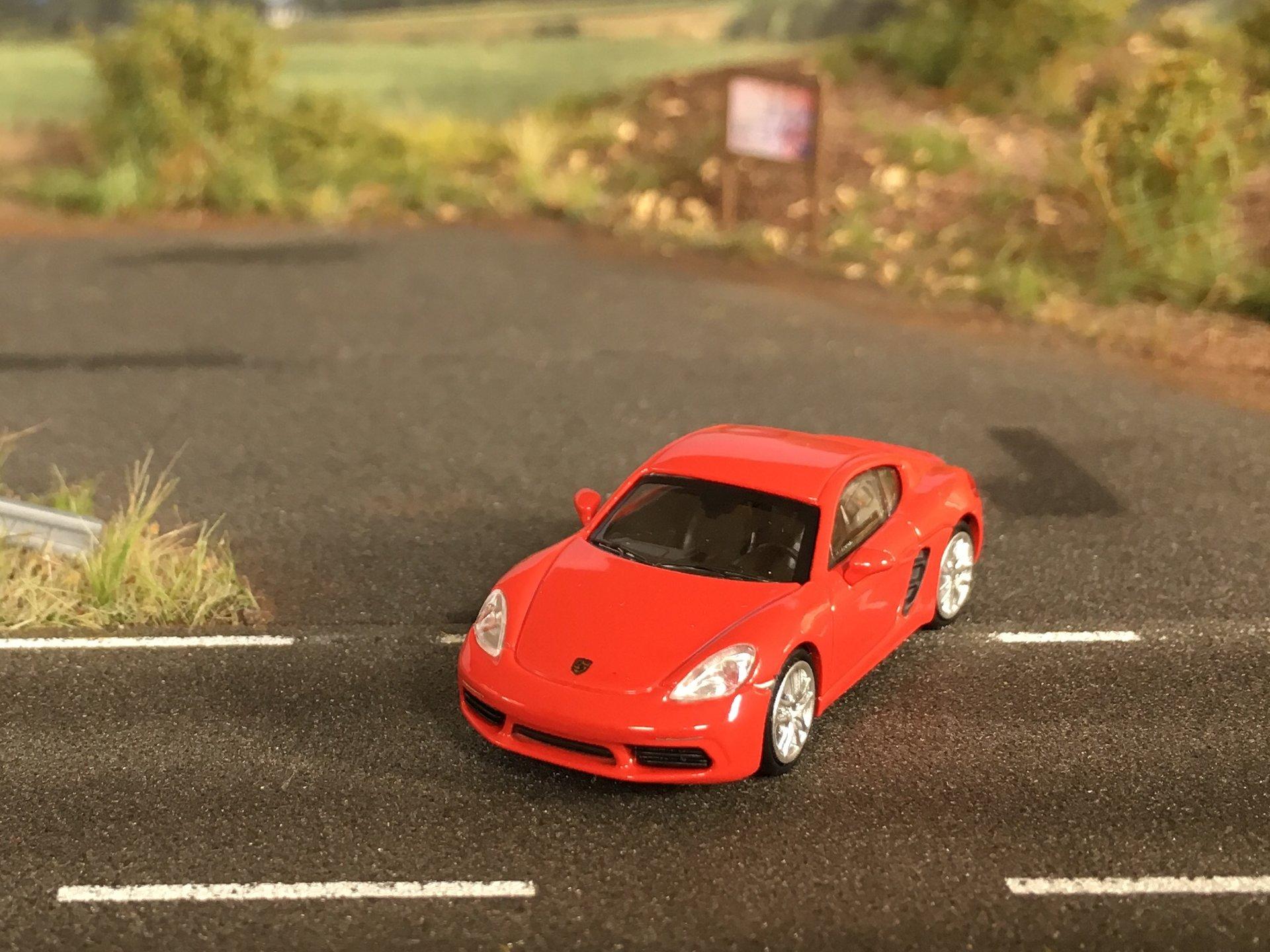 Porsche 718 Cayman 02.jpg