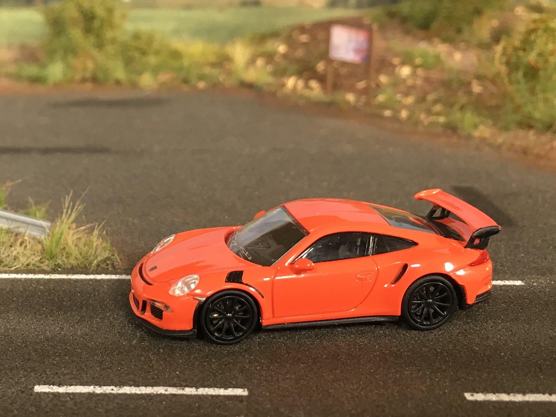 Porsche 911GT3RS 01.jpg