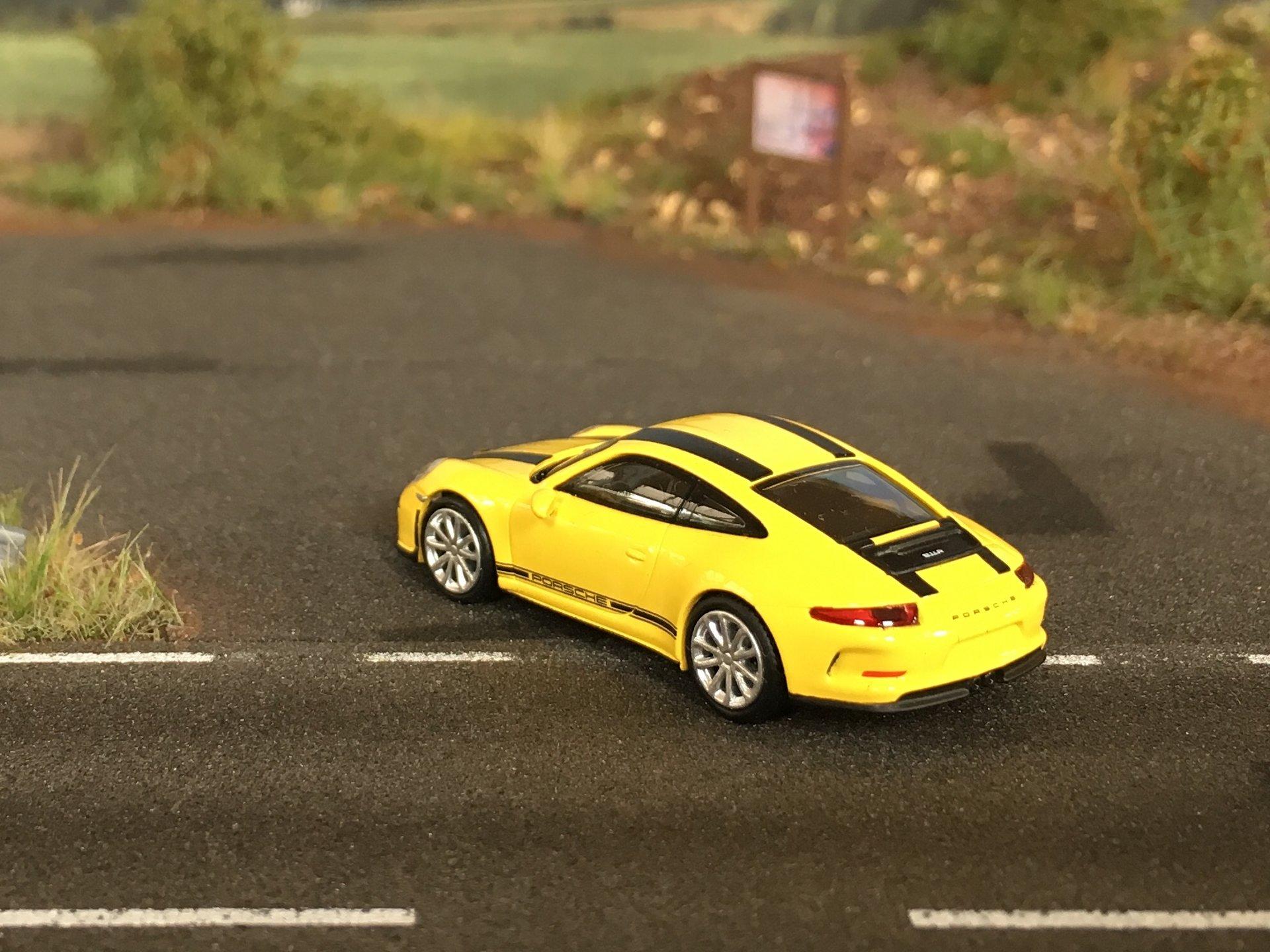 Porsche 911R 03.jpg