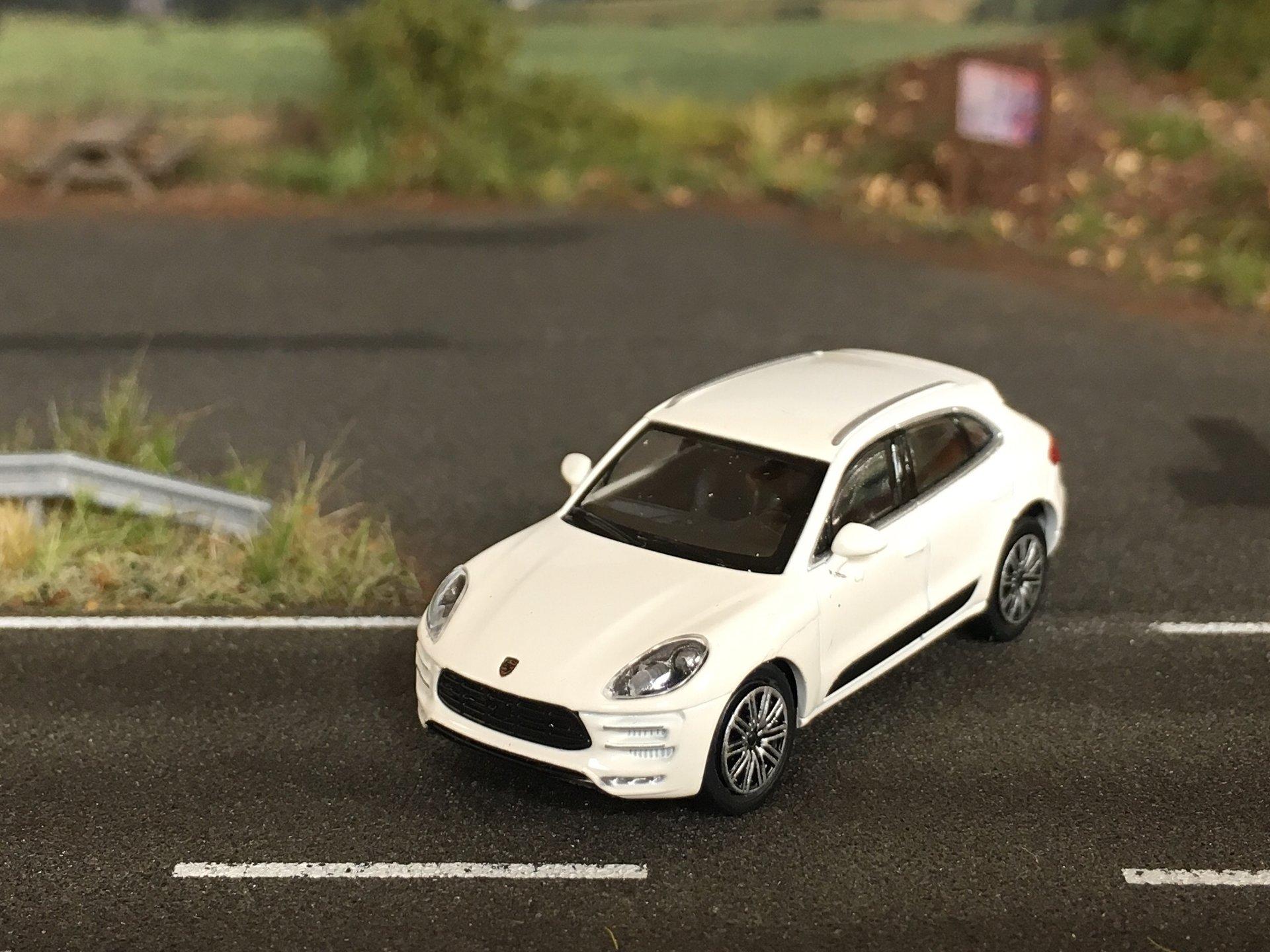 Porsche Macan Turbo 02.jpg