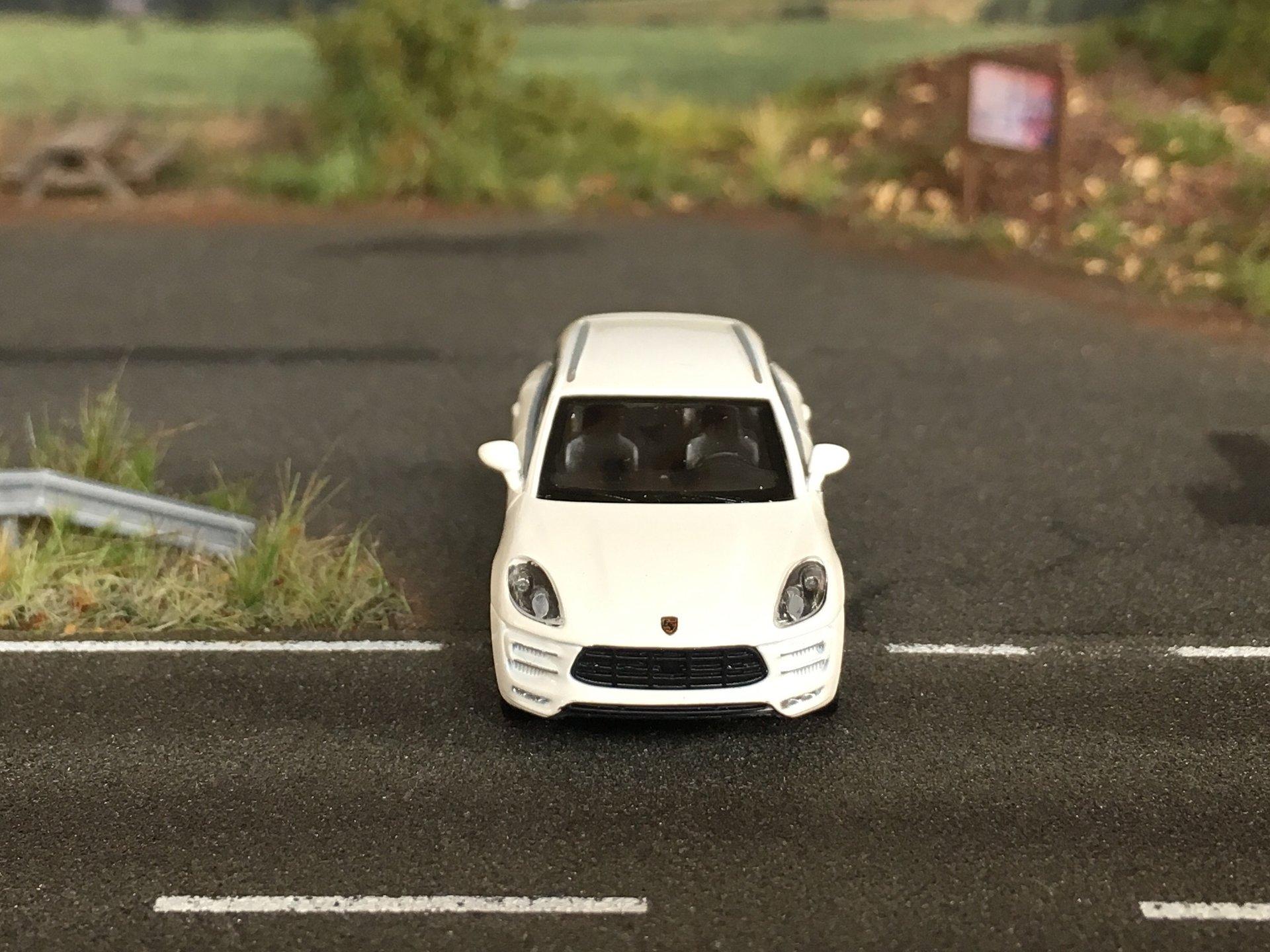 Porsche Macan Turbo 04.jpg