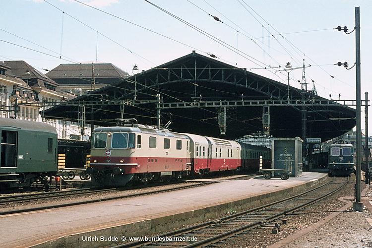 Re 4-4 II 11252 mit TEE24 Lemano.jpg