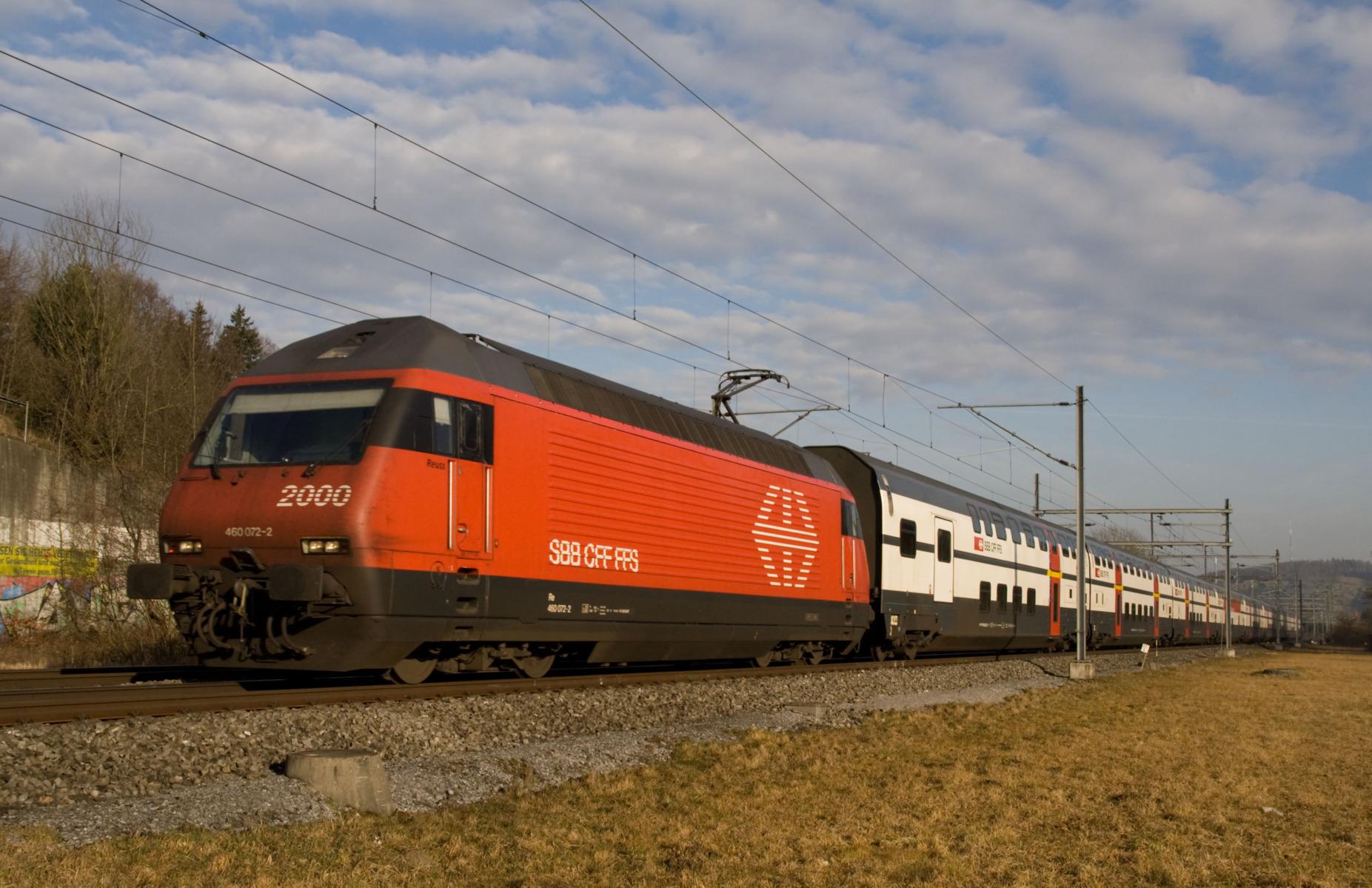 Re_460_mit_IC2000_zwischen_Winterthur_und_Zürich.jpg