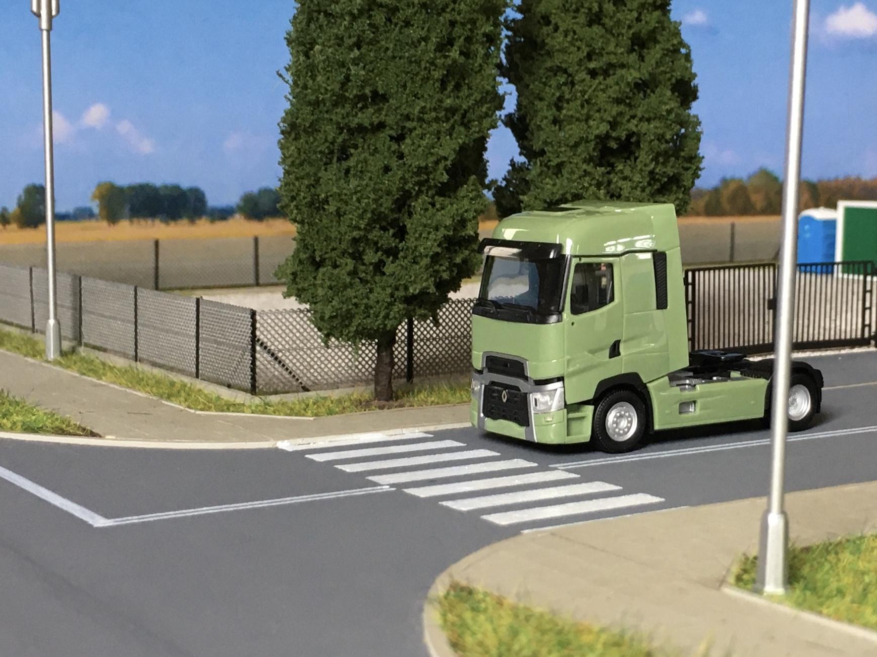 Renault T zielony 001.jpg