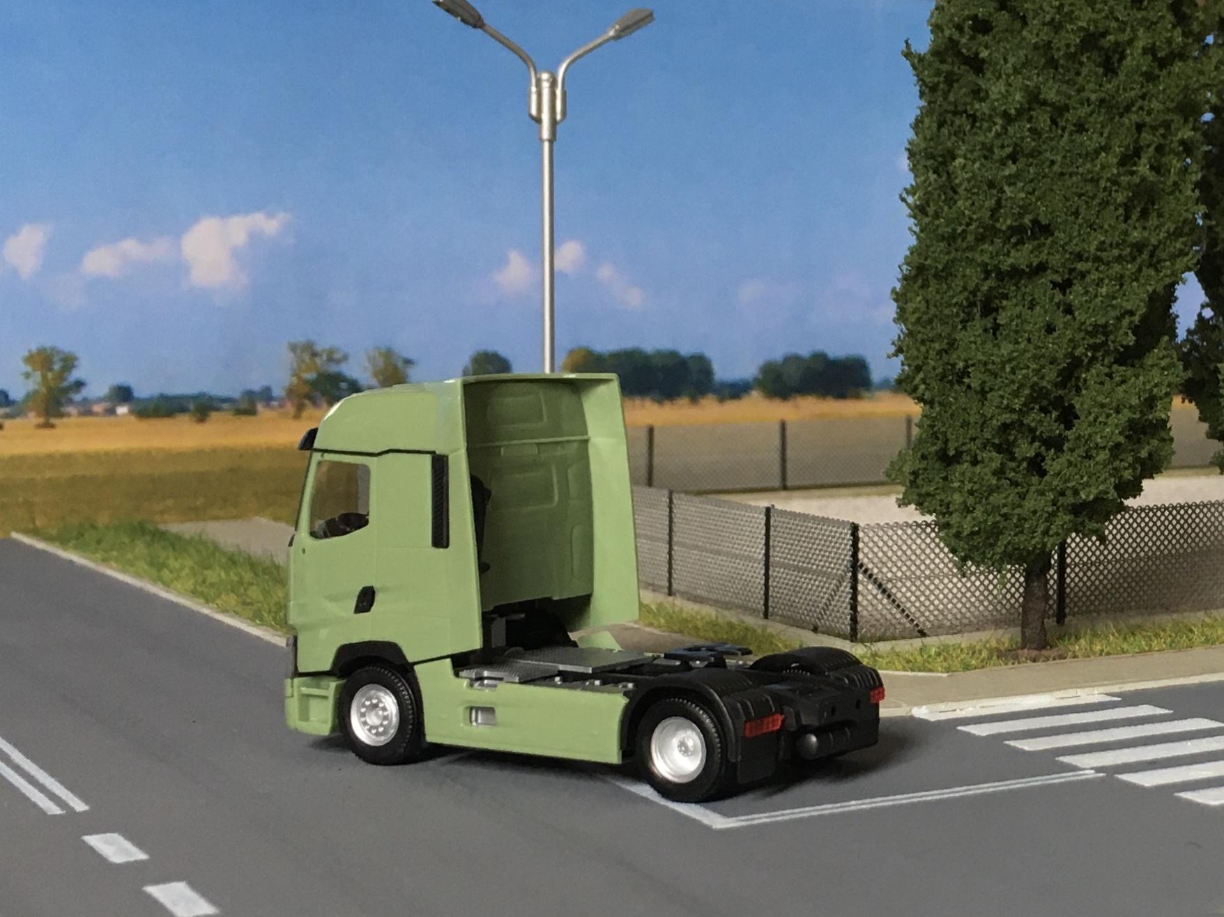 Renault T zielony 002.jpg