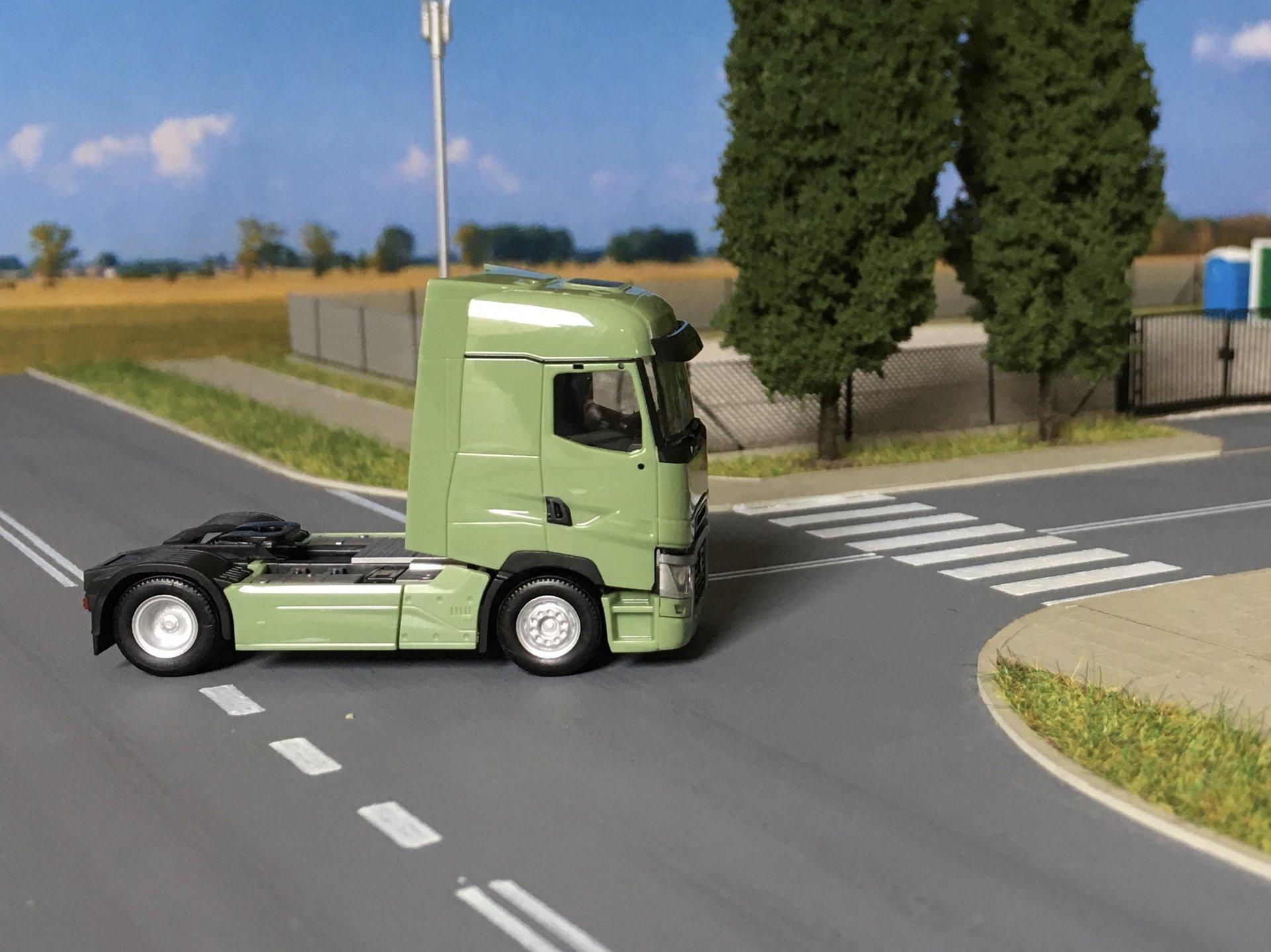 Renault T zielony 003.jpg