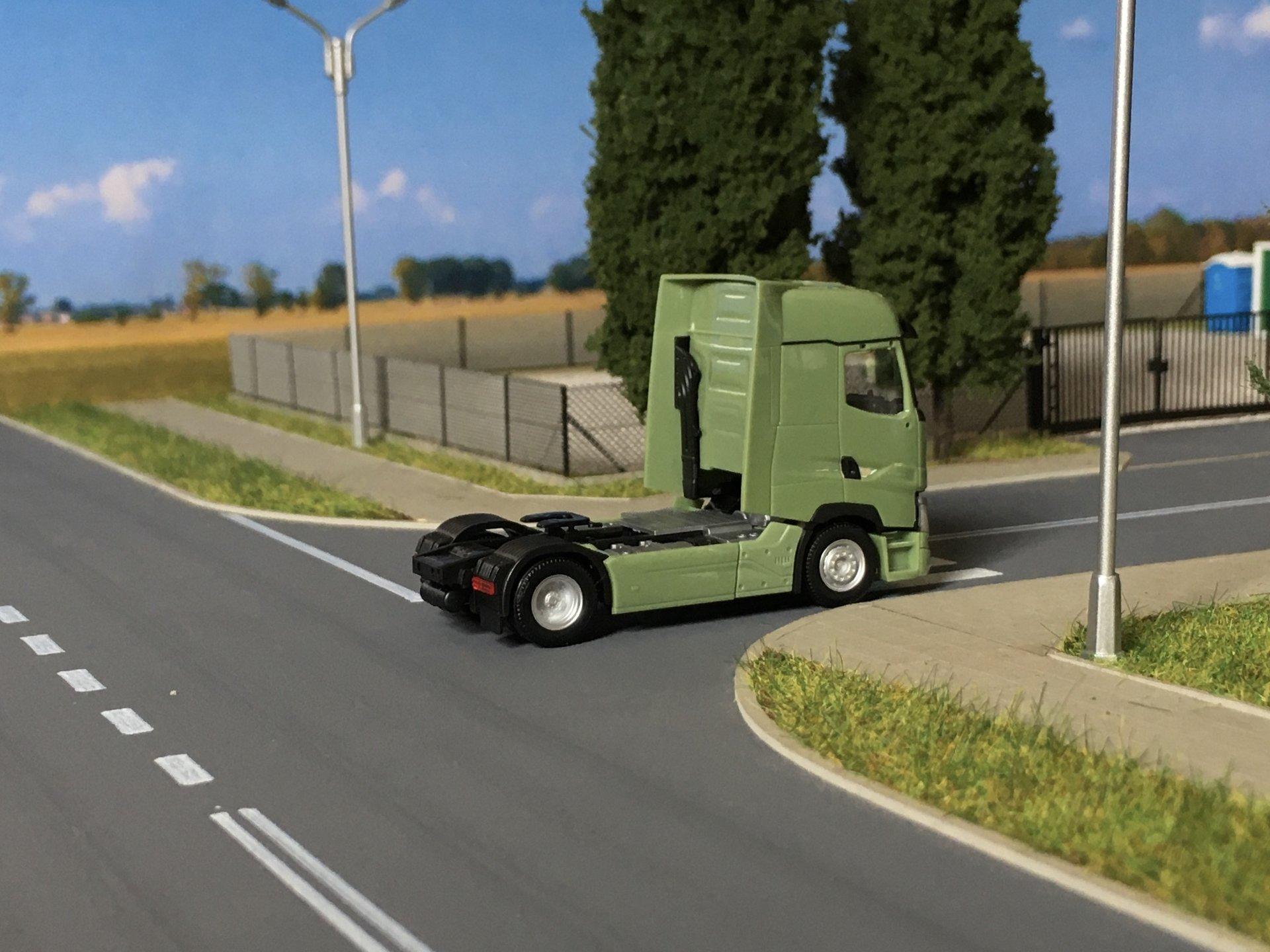Renault T zielony 005.jpg