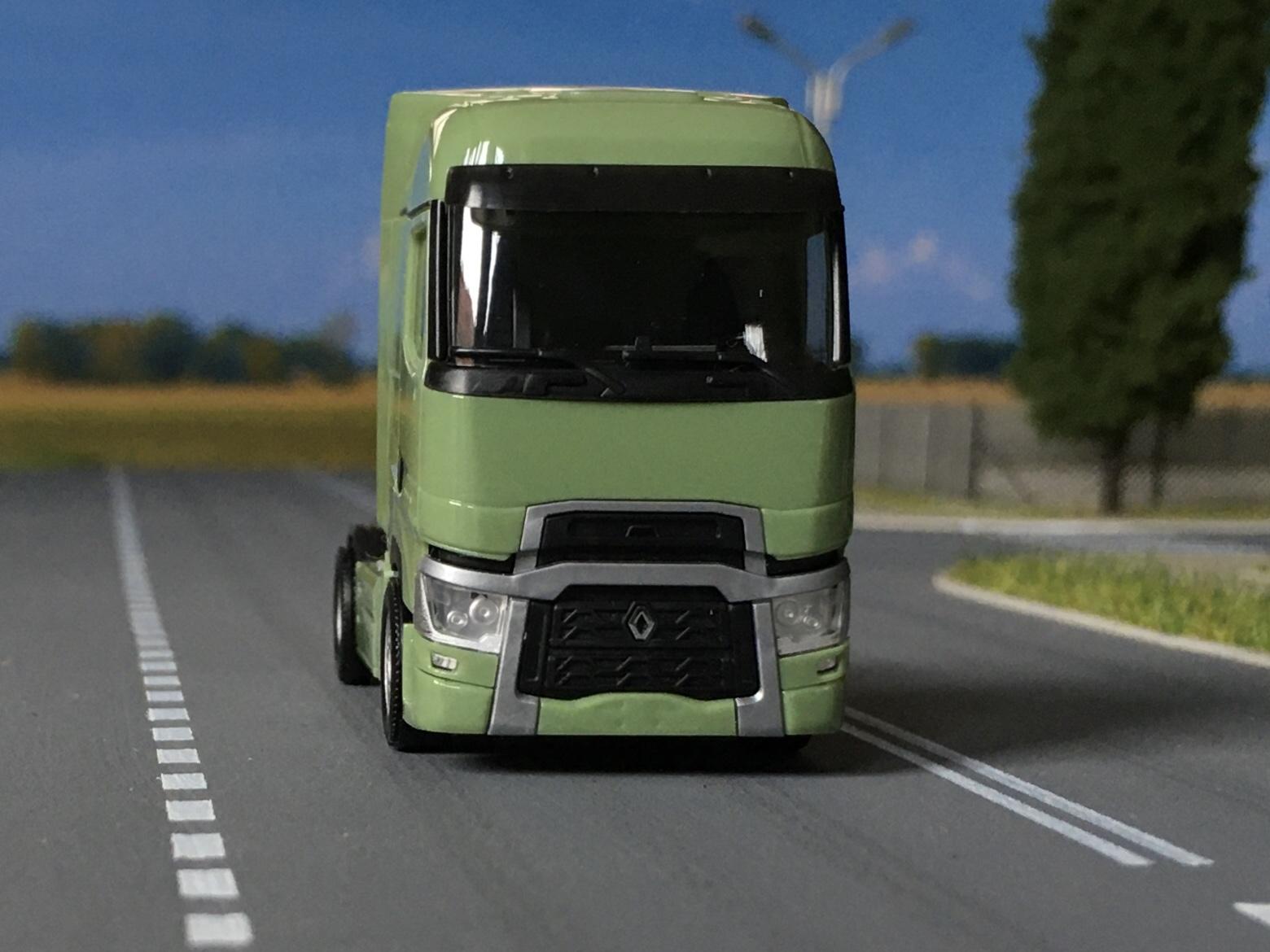 Renault T zielony 007.jpg