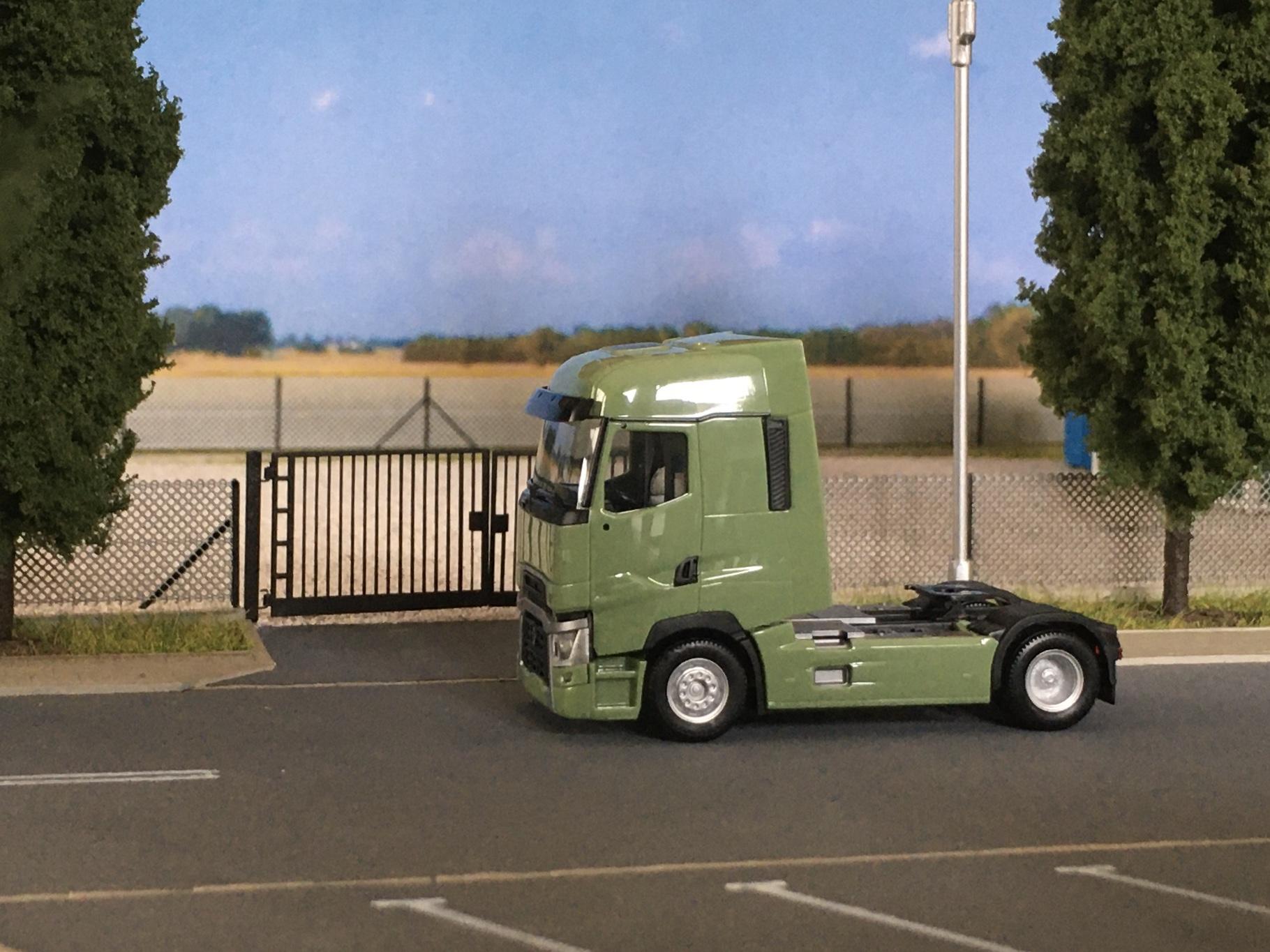 Renault T zielony 008.jpg
