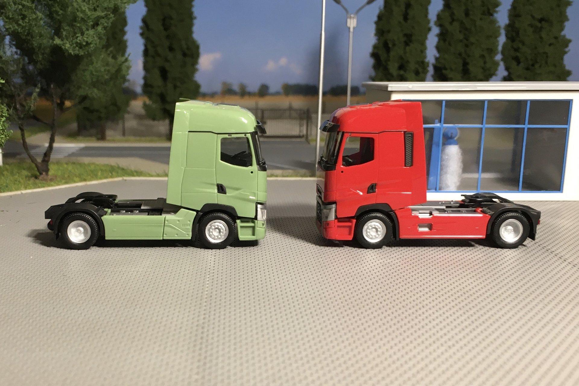 Renault T zielony i czerwony 002.jpg