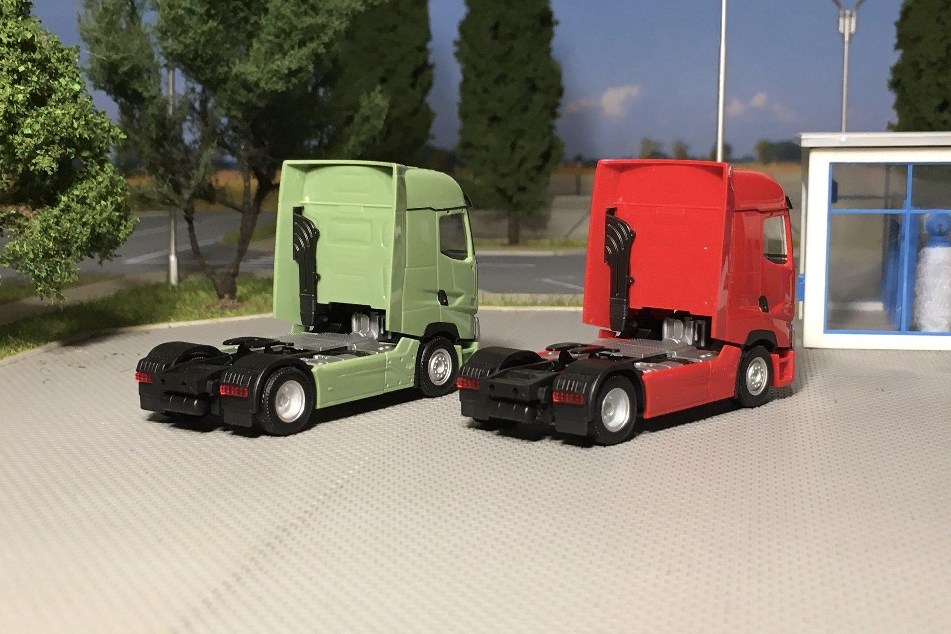 Renault T zielony i czerwony 004.jpg