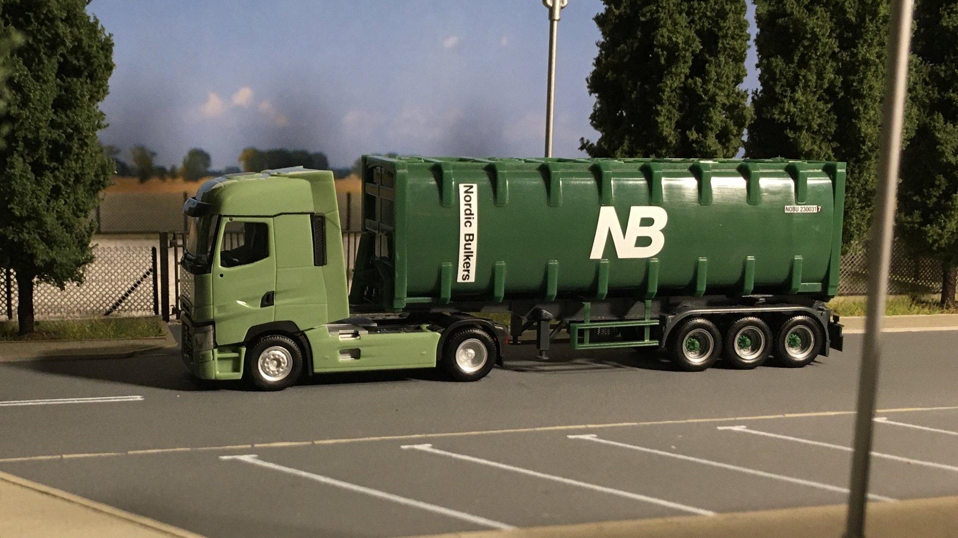 Renault T zielony NB 001.jpg