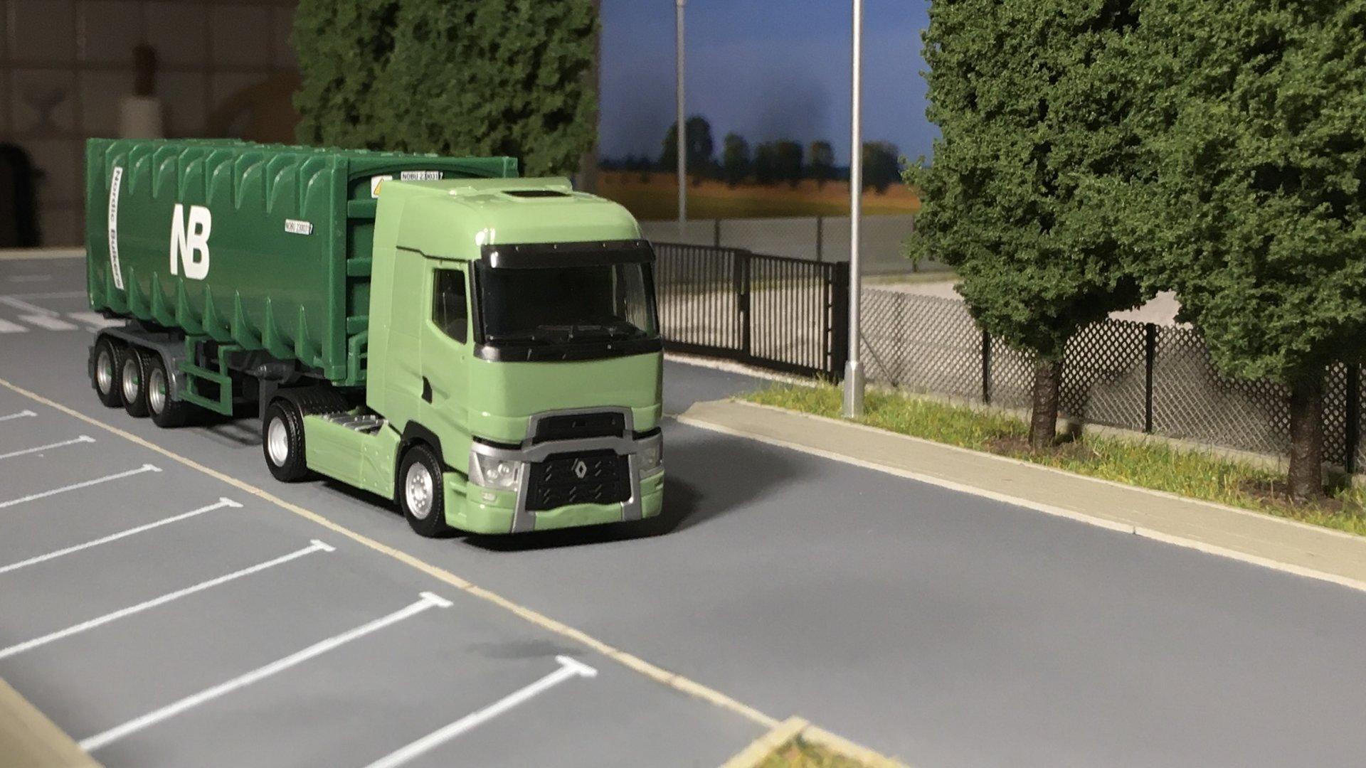 Renault T zielony NB 002.jpg