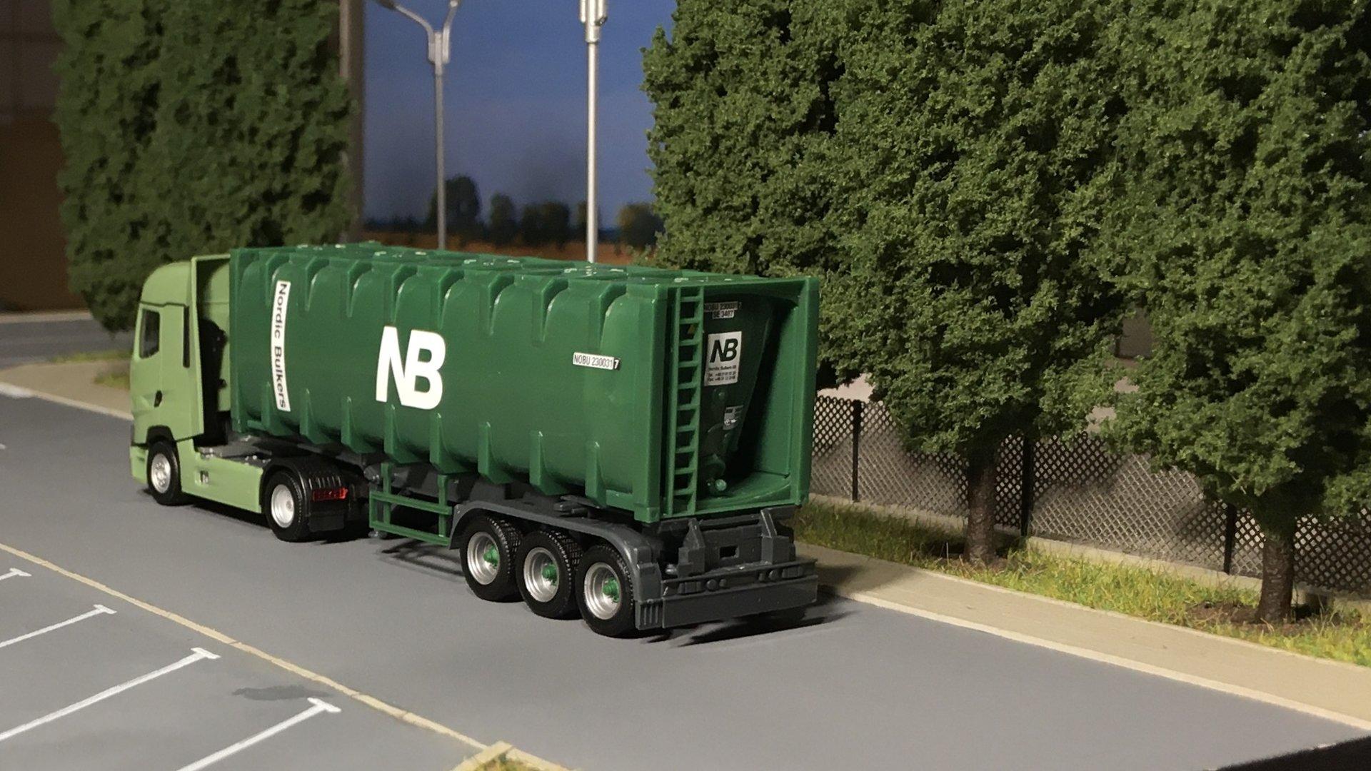 Renault T zielony NB 003.jpg