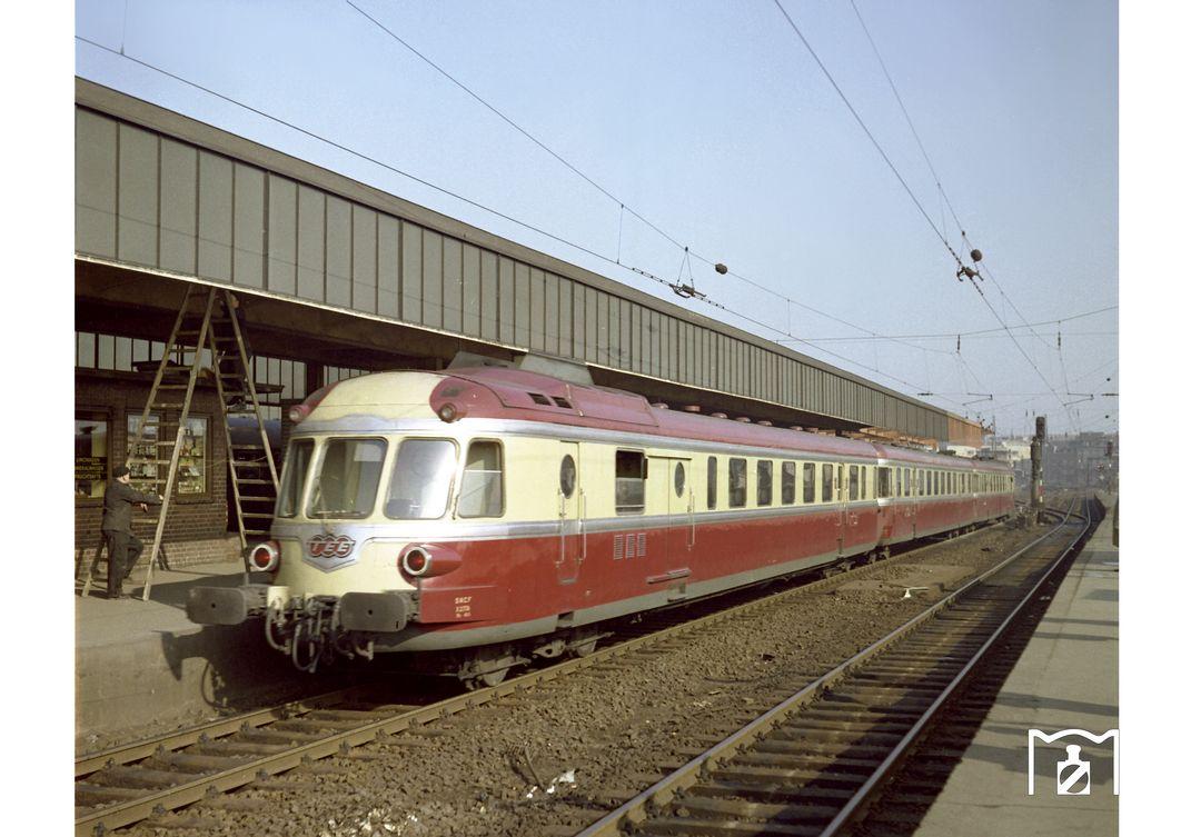 RGP 825 SNCF, TEE 155 Parsifal in Essen Hbf. (1959) Foto Willi Marotz.jpg