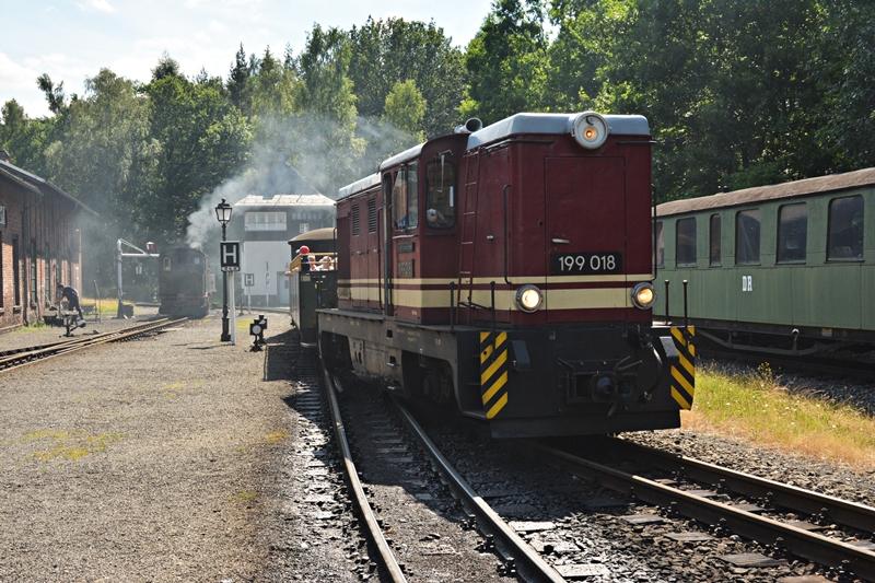 Rumun wjeżdża do Bertsdorf, w tle wodowany IVK.JPG