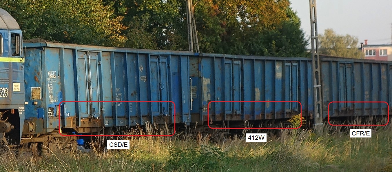 Rząd węglarek - wyróżnione wagony typu CSD-E, 412W i CFR-E.jpg