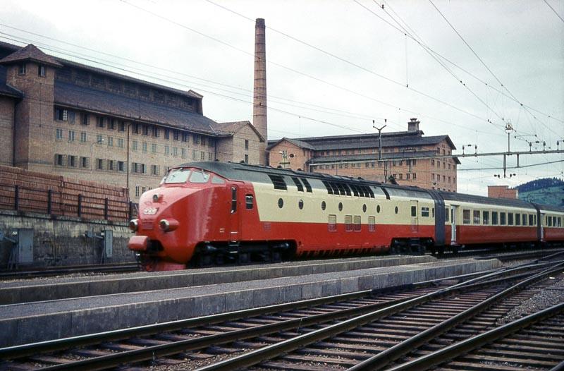 SBB-NS Diesel TEE Edelweiss, Frick, 1963.jpg