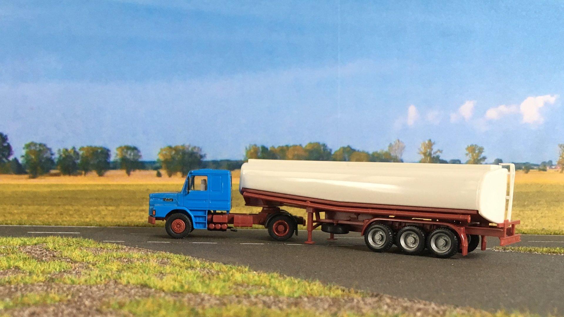 Scania cysterna 002.jpg