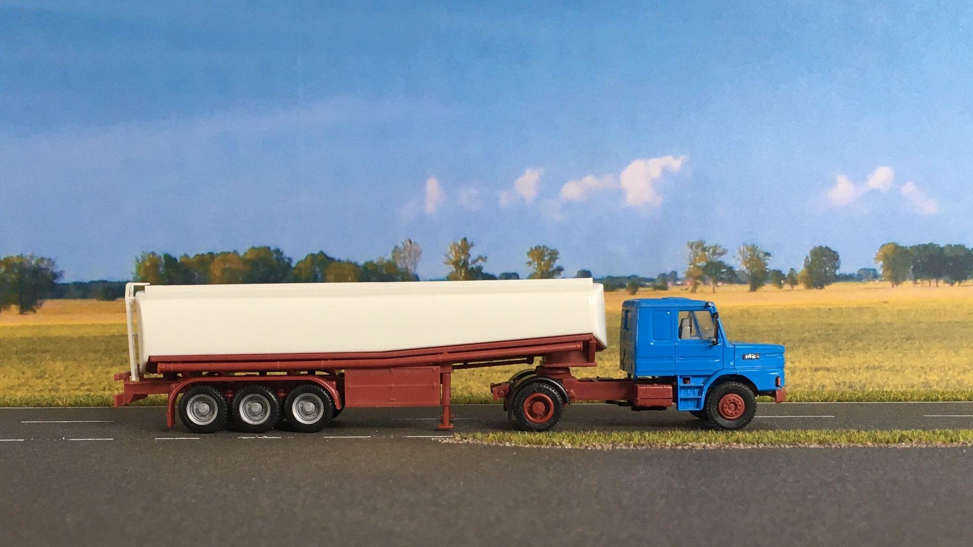 Scania cysterna 003.jpg
