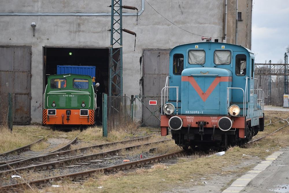 SM03-224 i SM30a-1022 Dolkom  Wrocław Świebodzki 13.03.2018.JPG