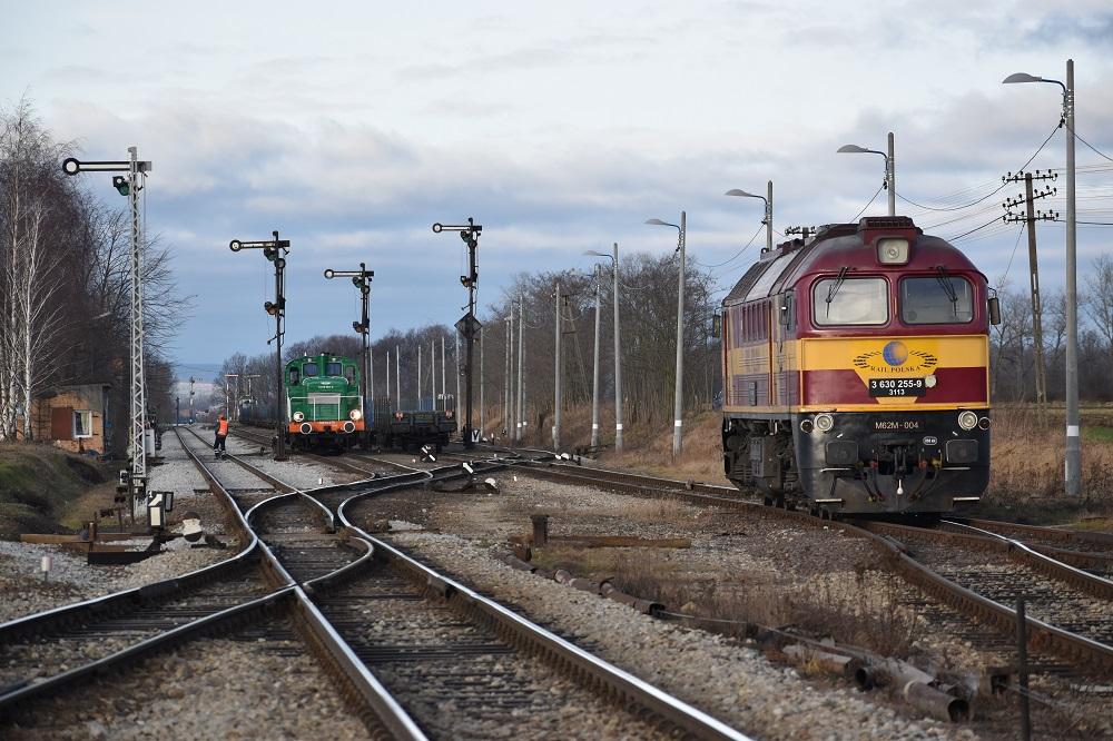 SM30-278 Dolkom i M62M-004 Rail Polska w Rogoźnicy 29.01.2018.JPG
