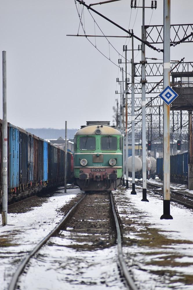 ST43-368 PKP Cargo  Kamieniec Ząbk. 20.03.2018.JPG