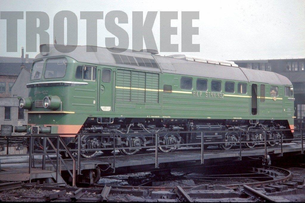 ST44 432 Zajączkowo 1975.jpg