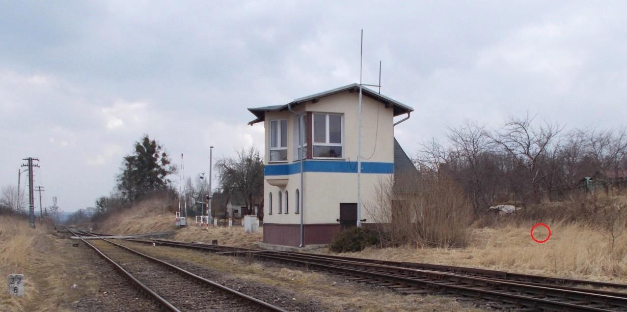 Stacja Dobre Miasto, tory nr 1, 2 i 4 oraz zarośnięty tor nr 16, położony za nieczynną na...jpg