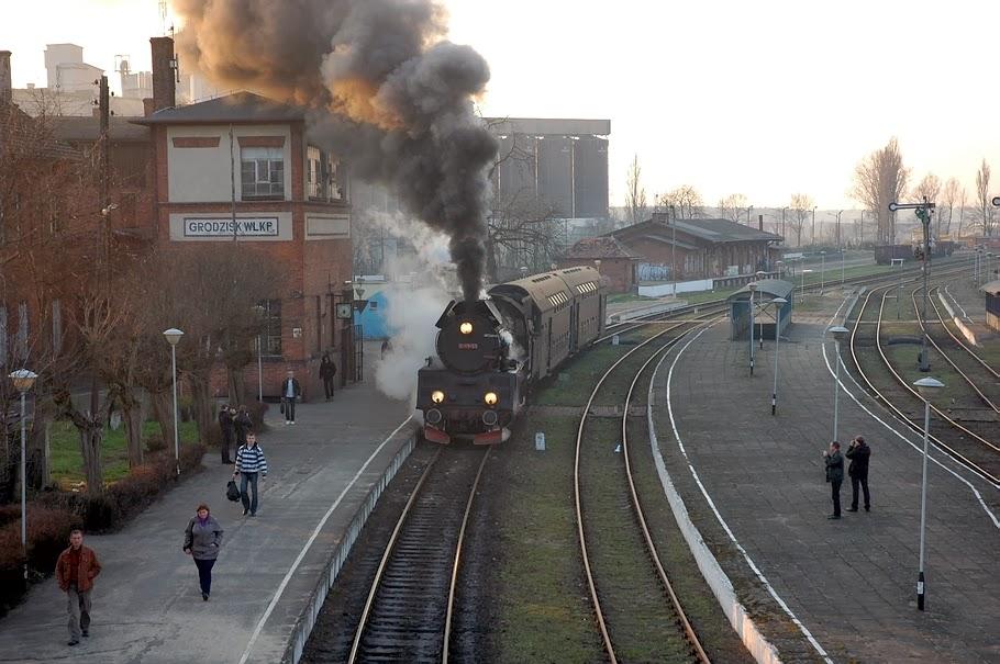 stacja-kolejowa-kladka.jpg