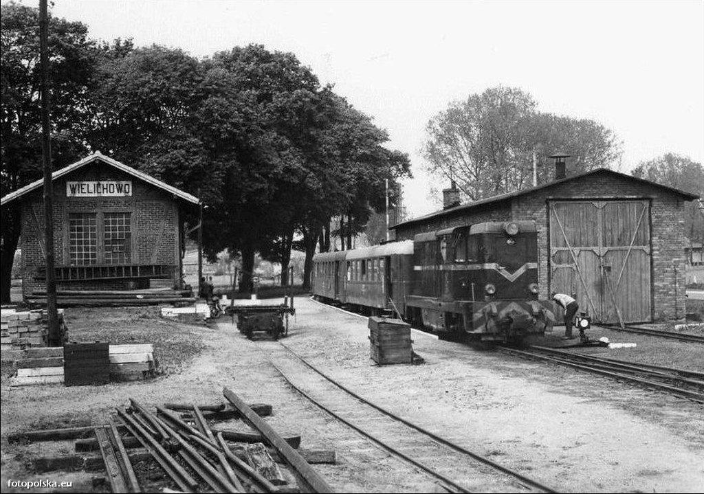 Stacja_kolejowa_Wielichowo_216702_Fotopolska-Eu.jpg