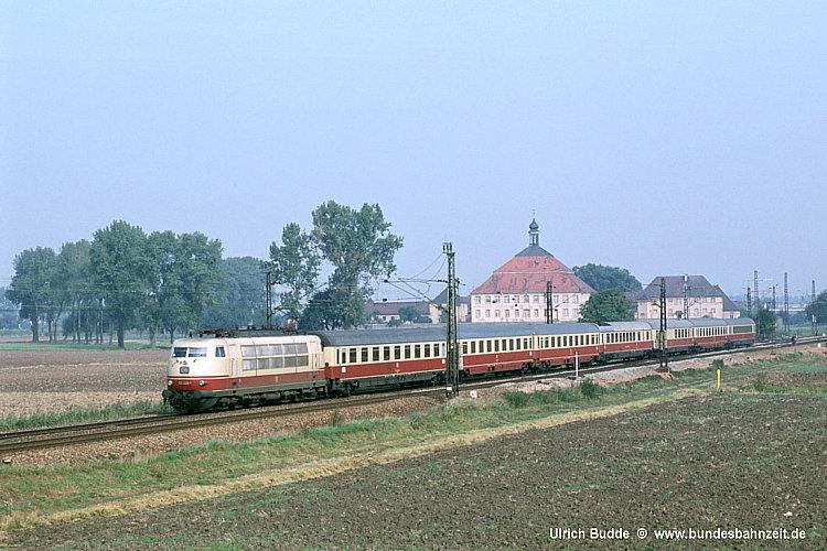 TEE15 Bacchus, der am 26.09.79 bei Langenbrücken mit 103 229.jpg