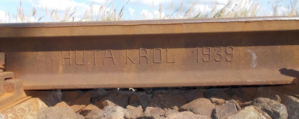 Tor szlakowy linii nr 221, kilometraż 21.3 na południe od Dobrego Miasta. Szyna HUTA. KRÓL ...jpg