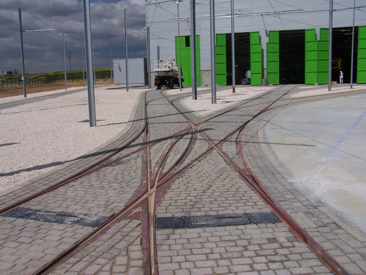 tram double slip parla spain.jpg